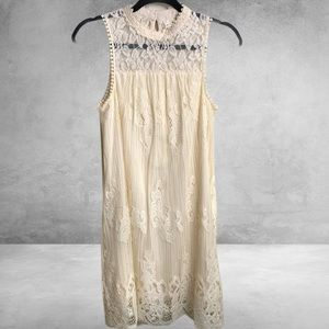 Altar'd State Allover Lace Sleeveles…